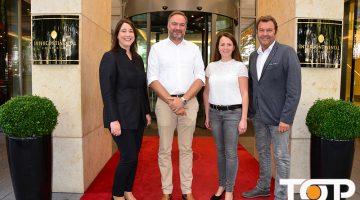Hoteldirektorin Britta Kutz, Prinzenpaar Carsten Gossmann und Yvonne Stegel und CC Geschäftsführer Hans-Jürgen Tüllmann